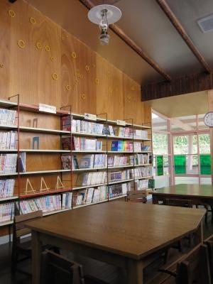 八幡浜市立日土小学校・図書室