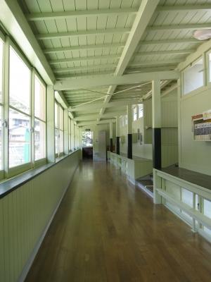 八幡浜市立日土小学校・廊下