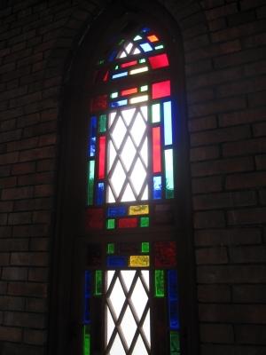 木製のステンドグラス