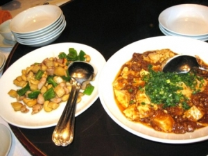 鶏肉とカシューナッツ炒め、麻婆豆腐