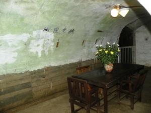 壕内の司令室