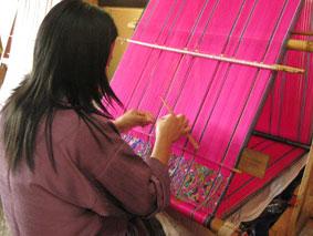 Bhutan 布 織る