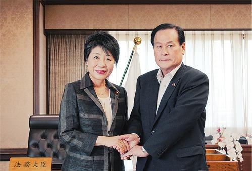 上川法務大臣と。