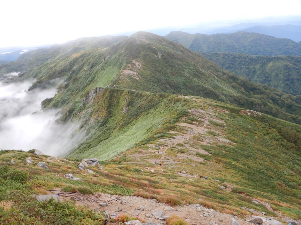 三国岳へ続く稜線