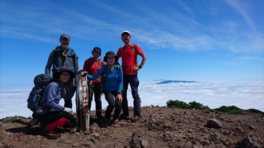 一面雲海の斜里岳山頂