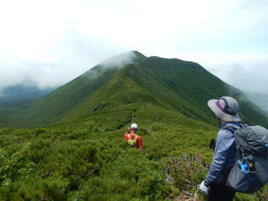 熊見峠までは絶景の稜線