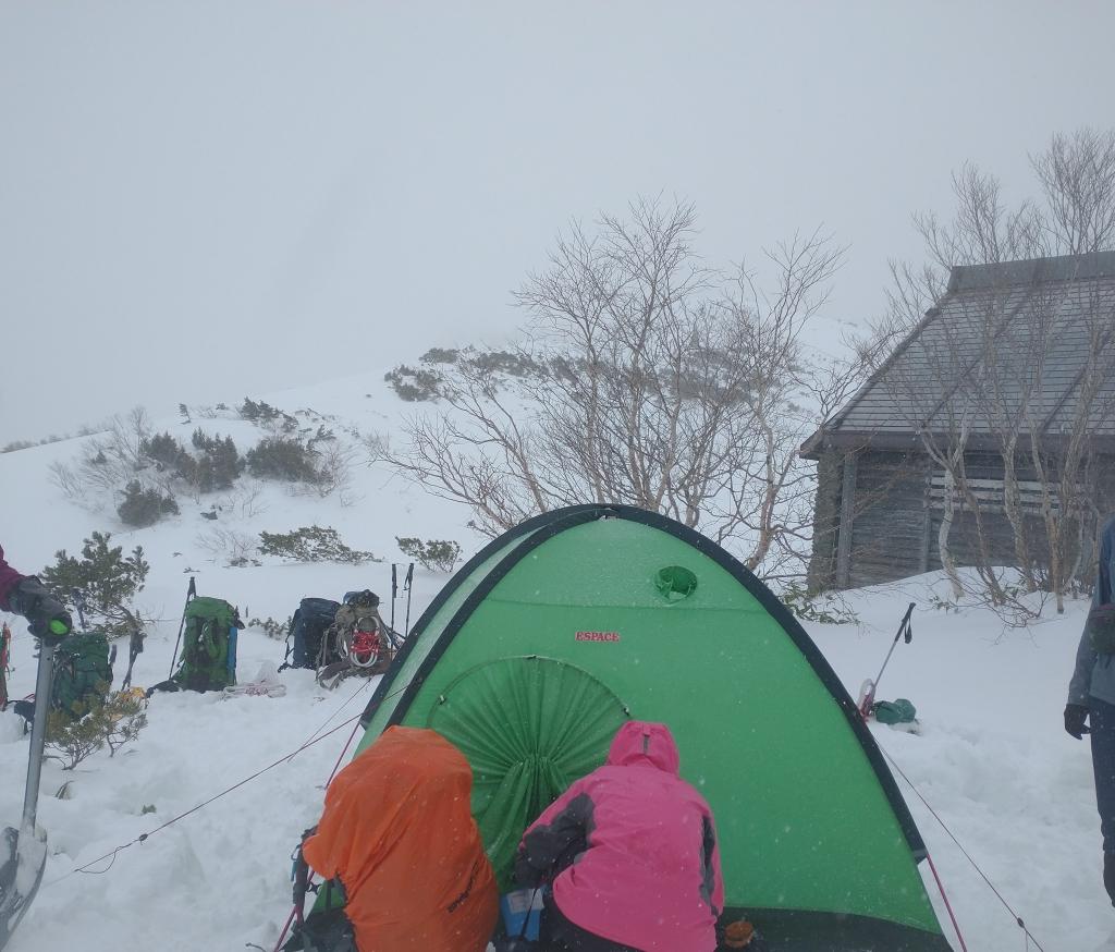 テントを張り終え