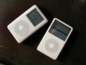 iPod 4G(左)とiPod 5G