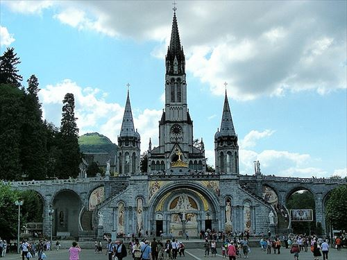 Hotels-Near-The-Sanctuary-of-Our-Lady-of-Lourdes-in-France_R.jpg