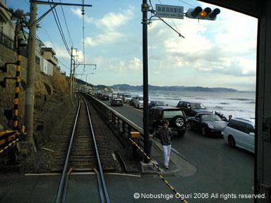 江ノ電から見た鎌倉高校前駅付近