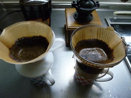 コーヒー豆湯注ぐ