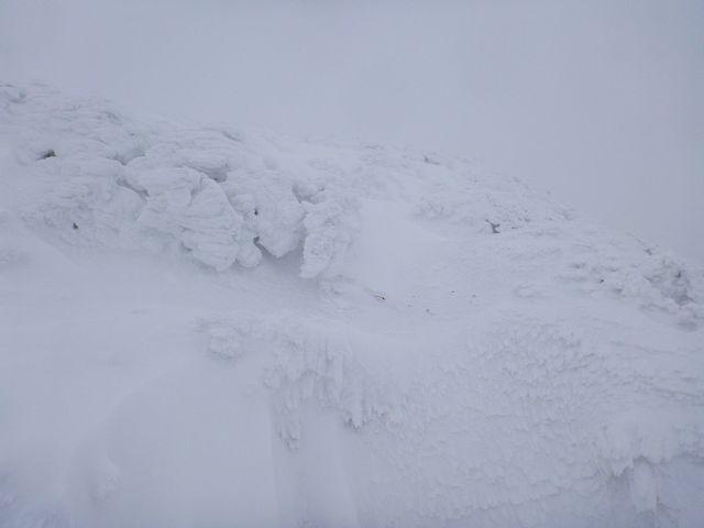 三嶺山頂直下