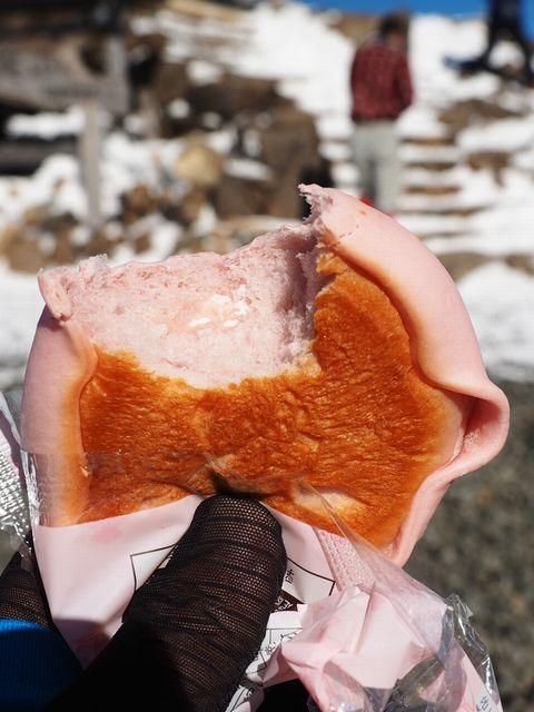 あまおう苺のしっとりメロンパン