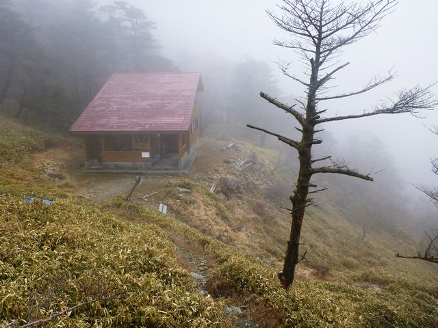お亀岩避難小屋