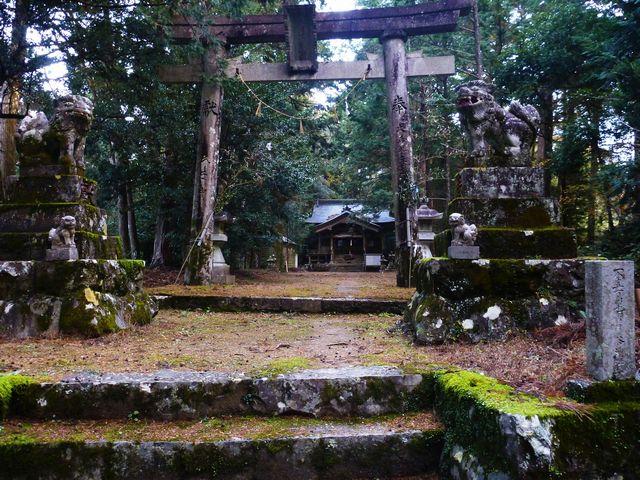 塩峯公士方神社