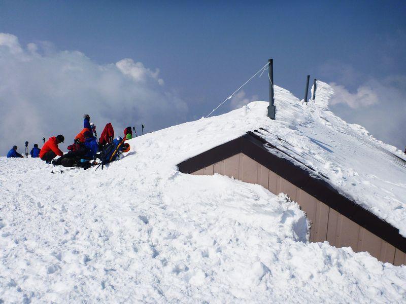 大山頂上避難小屋