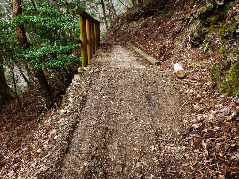 光石登山道