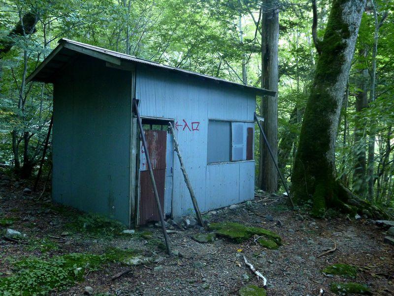 黒井沢避難小屋