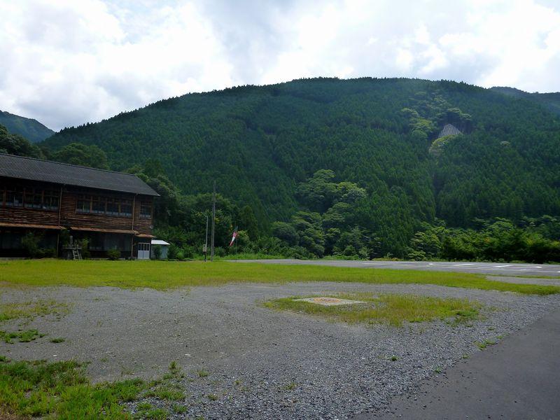 岡ノ内小中学校跡
