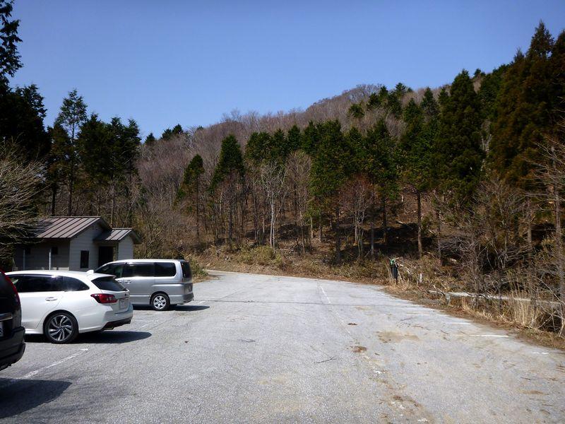 矢筈山登山口駐車場