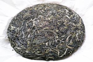 倚邦古樹青餅2014年・明後プーアル茶