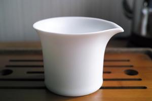 白磁つや消しの茶海丸型150cc