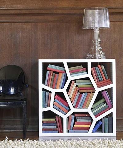 ハニカム構造の本棚