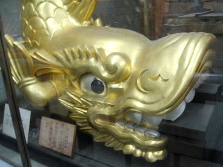 金の鯱のレプリカ