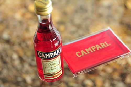 カンパリのお土産 ミニボトルとミラー
