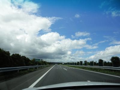 八月の館山道