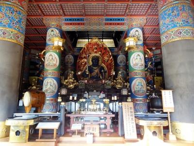 カラフルな仏像
