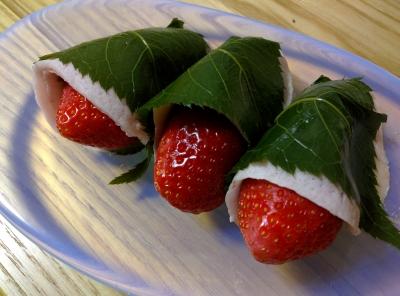 イチゴ桜餅