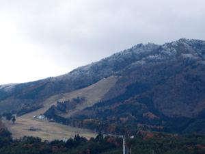 舟山の頂上は雪が降ったようです。