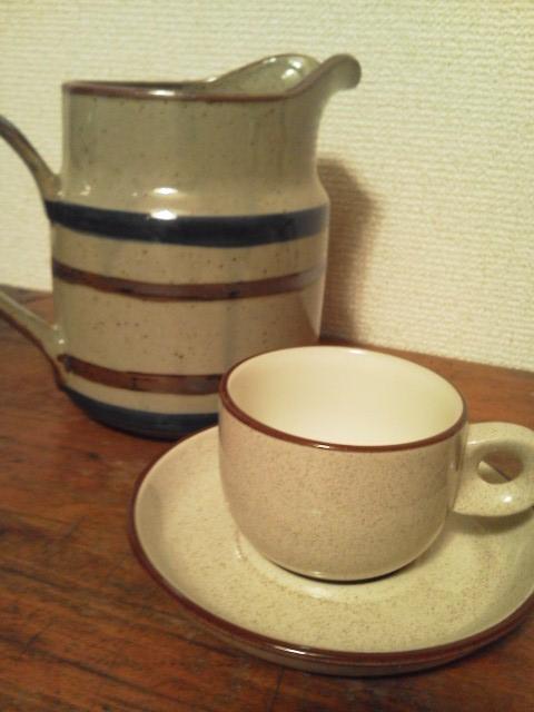 コーヒーカップとデカンタ