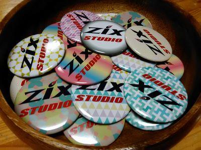 ZIXスタジオ8周年記念缶バッジ