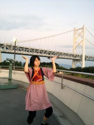 橋を支える母