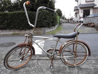 アメリカンタイプの自転車。チョッパー、ローライダーと呼ばれる自転車ですエンジンを付ければ、そのままアメリカンバイクになるのが特徴ですが中古の為自転車としての