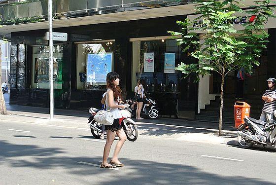 """ベトナムの""""シャンゼリゼ通り""""ドンコイ通り"""