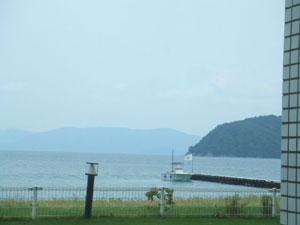 海を眺めながらランチです。