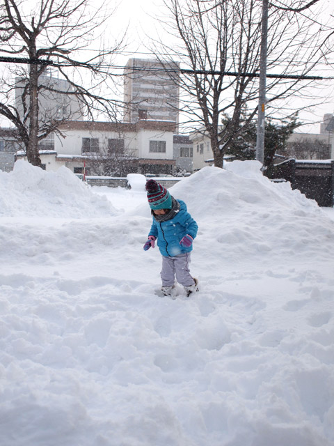 札幌のマンション前にて