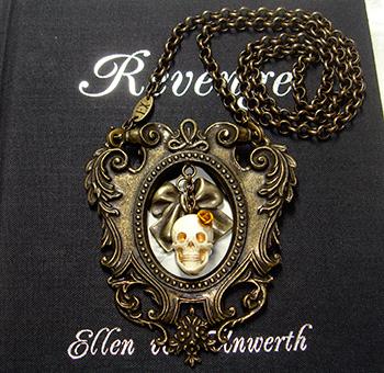 Ellen Von Unwerth好きだなぁ。後ろの本の事だけど。