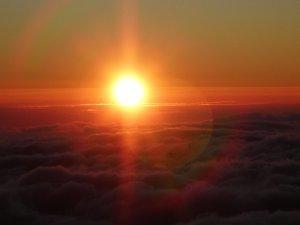 雲に沈む太陽