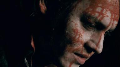 ジョニーの悲しみが血とともにとめどなく流れていく…。