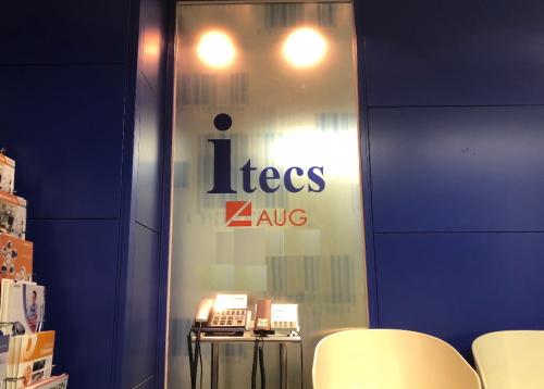 itecs_AUG_玄関