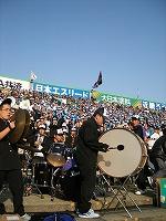 太鼓くんの奥のドラムに注目。