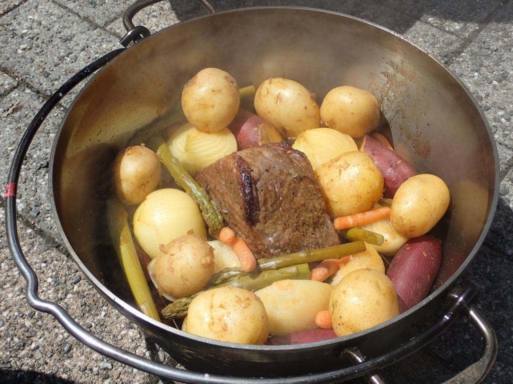 ダッチオーブンでローストビーフを試作
