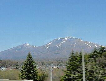 春の浅間山