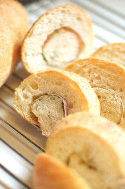 ベーコンまきまきフランスパン