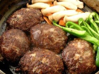 簡単ハンバーグ + 付け合せ野菜