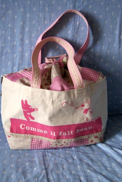リサとガスパールピンクの巾着バッグ